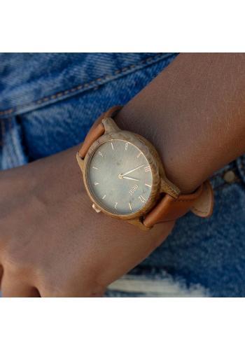 Drevené dámske hodinky strieborno-čiernej farby s kovovým remienkom
