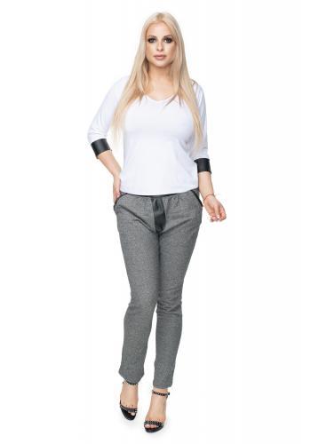 Dámsky krátky sveter s béžovými pásmi - farebný
