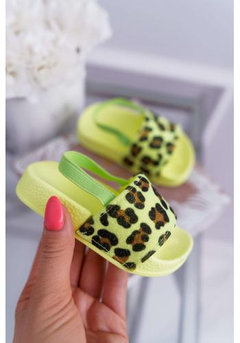 Trblietavé dievčenské šľapky limetkovej farby s leopardím vzorom