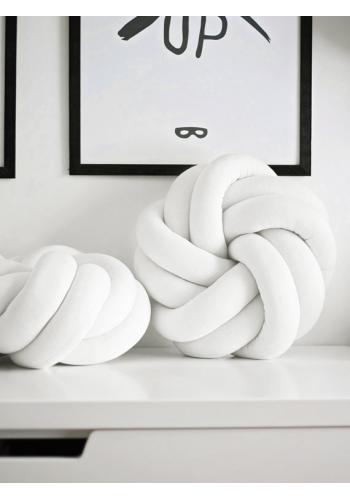 Viazaný vankúšik v bielej farbe