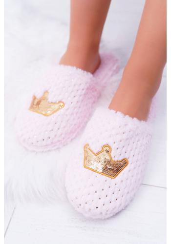 Dámske mäkké papuče so zlatou korunou v ružovej farbe