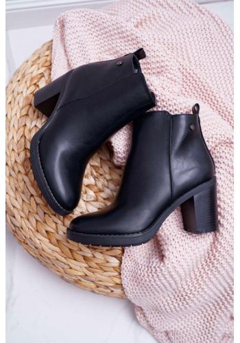 Členkové dámske čižmy čiernej farby na pohodlnom podpätku