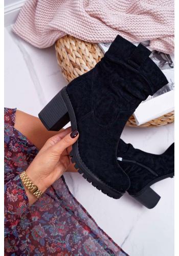 Semišové dámske čižmy čiernej farby na stabilnom podpätku