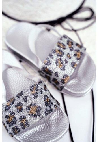 Třpytivé pantofle stříbrné barvy s leopardím vzorem