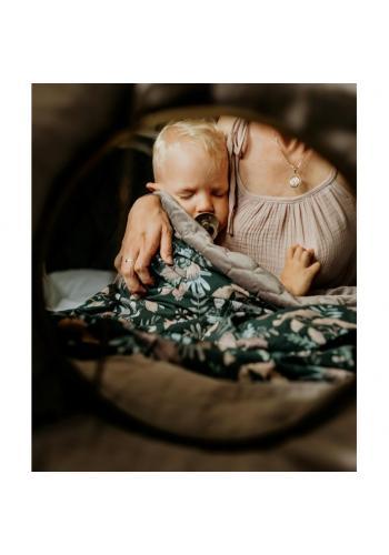 Dětská sametová tenká deka starorůžové barvy s vintage květy