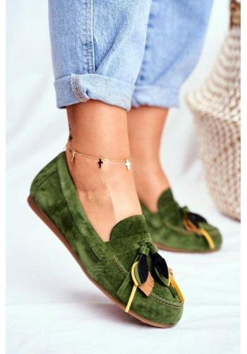 Módní dámské mokasíny zelené barvy zdobené třásněmi