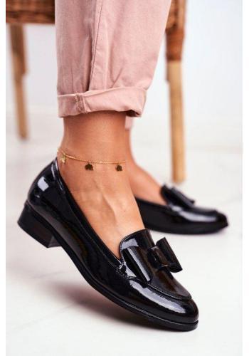 Trendy dámske lakované mokasíny v čiernej farbe s mašľou