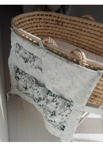 Biely organizér na postieľku s potlačou šalvie zelenej