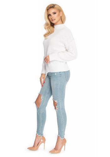 Bílý dámský svetr s vyvýšeným límcem