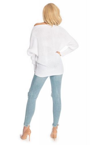 Stylový bílý svetr s rozšířenými rukávy