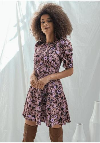 Dámské letní šaty s květinovým vzorem ve fialové barvě