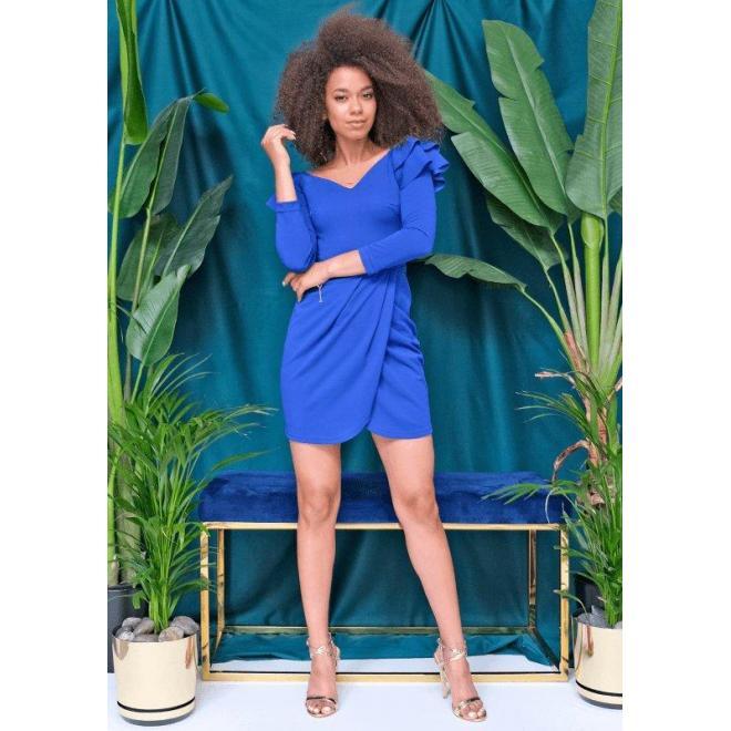 Krátké modré šaty s ozdobnými volány na ramenou