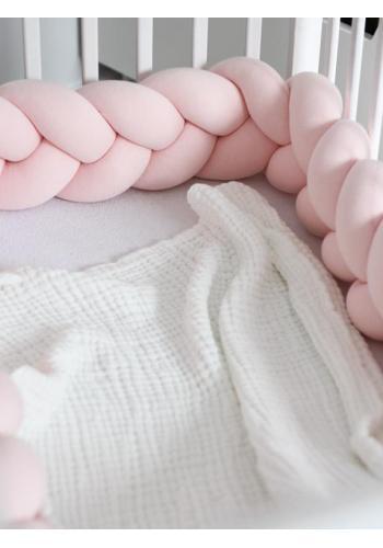 Pastelově růžový smyčkový chránič na postýlku
