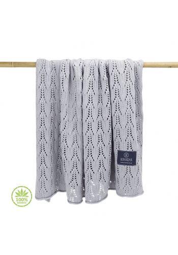 Dětská pletená deka s ažurovým vzorem v šedé barvě