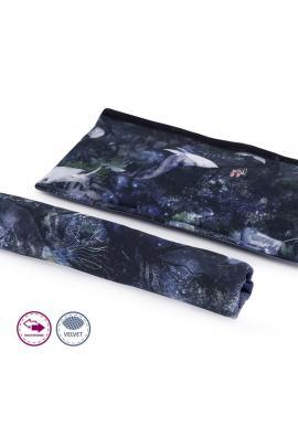 Oboustranný sametový ochranný kryt na madlo kočárku s motivem magického lesa