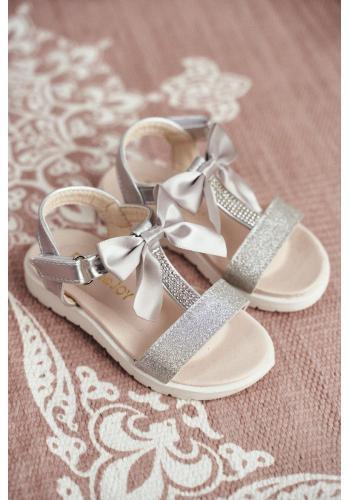 Stříbrné sandály s brokátem a mašlí pro dívky