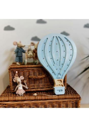 Dřevěná lampa v podobě balónu pro děti