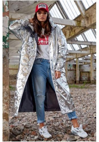 Dámský dlouhý plášť s oversize střihem ve stříbrné barvě