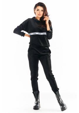 Teplé dámské sametové tepláky černé barvy s ozdobným pruhem