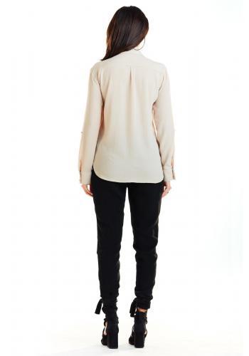 Klasická dámská košile béžové barvy s kapsami na hrudi