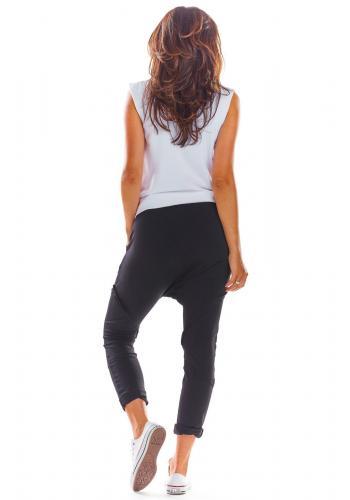 Černé módní tepláky se sníženým sedem pro dámy