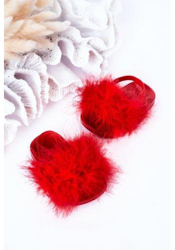 Módní dievčenské šlapky s kožušinkou v červenej farbe
