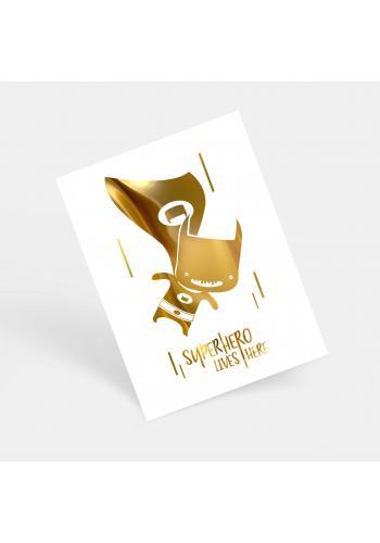 Bílý plakát se zrcadlovou grafikou zlatého Batmana