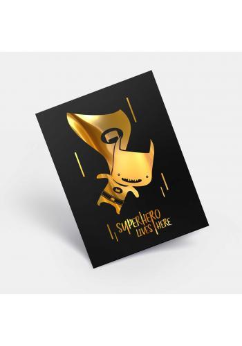 Černý plakát pro děti se zrcadlovou grafikou zlatého Batmana