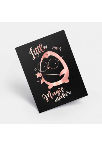 Černý plakát pro děti se zrcadlovou grafikou růžového tučňáka