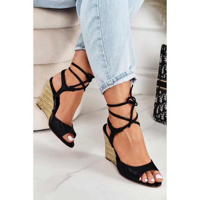 Kožené dámské sandály v černé barvě