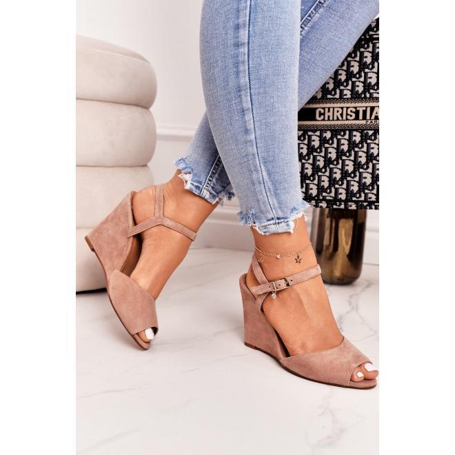 Stylové dámské sandály v pudrové barvě