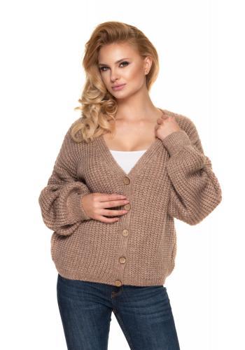 Krátký dámský oversize svetr kapučínové barvy s dřevěnými knoflíky